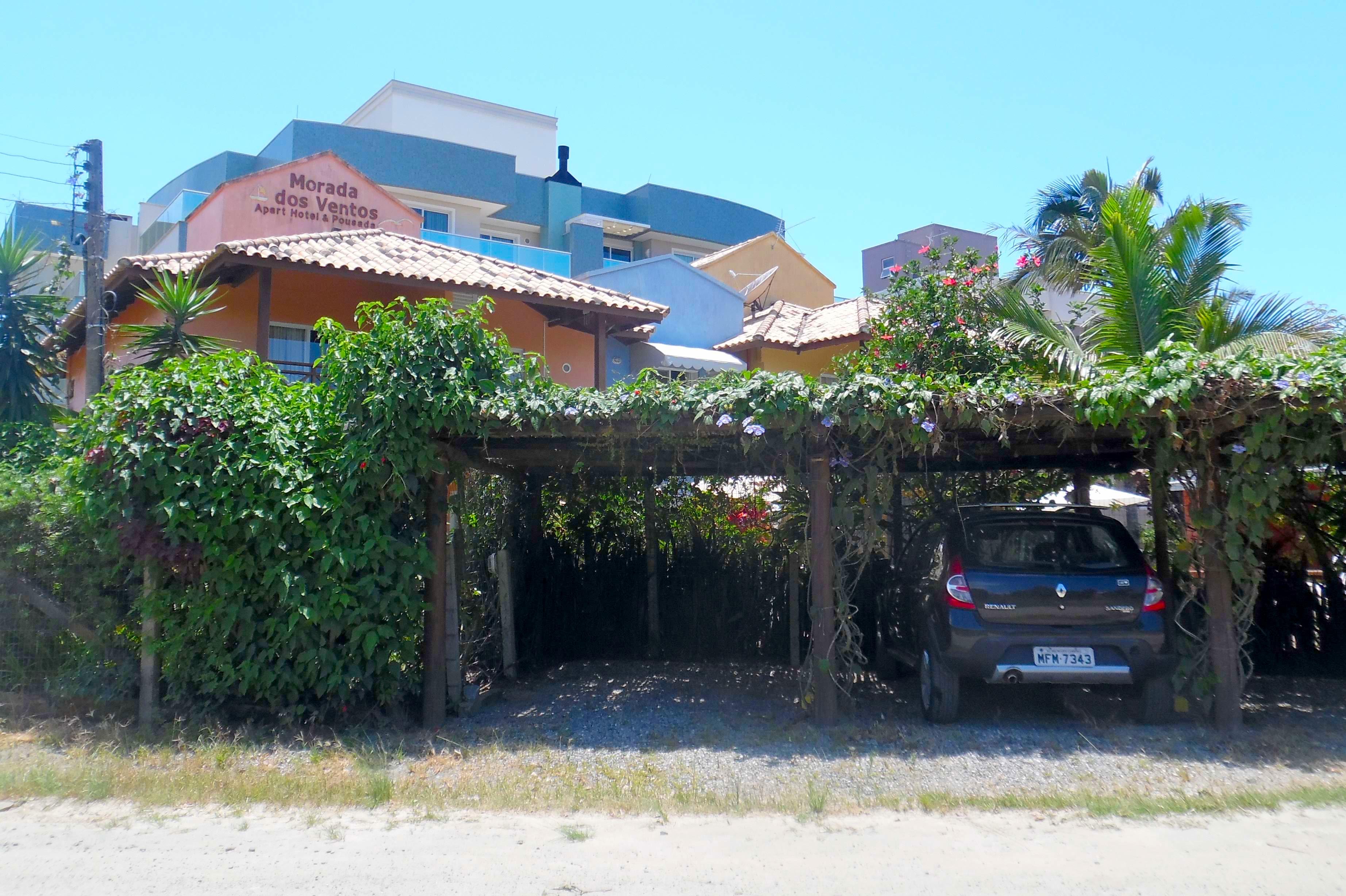 Pousada Morada Dos Ventos - Estacionamiento pergolado